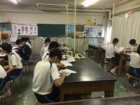 理科室で出番を待つ生徒