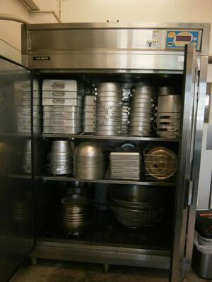 食缶の保管庫